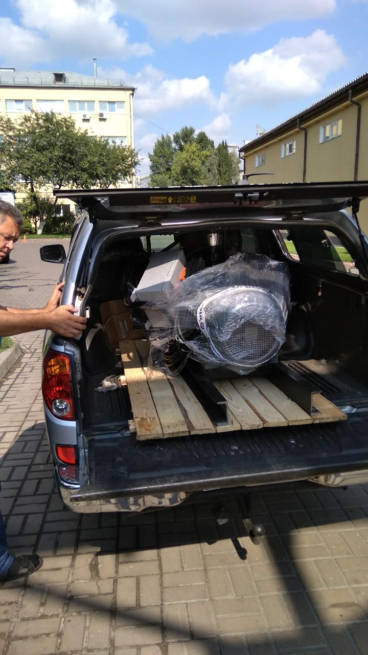 фото погрузки компрессора весом 450 кг в кузов джипа